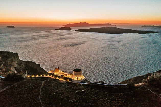 El Viento Santorini Wedding Venue far